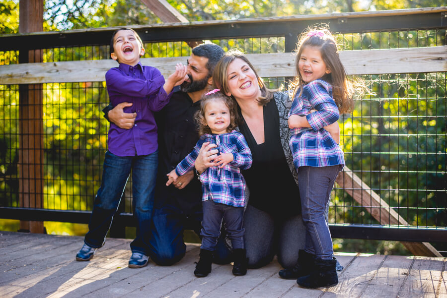spontaneous family picture by simon sharayha photography
